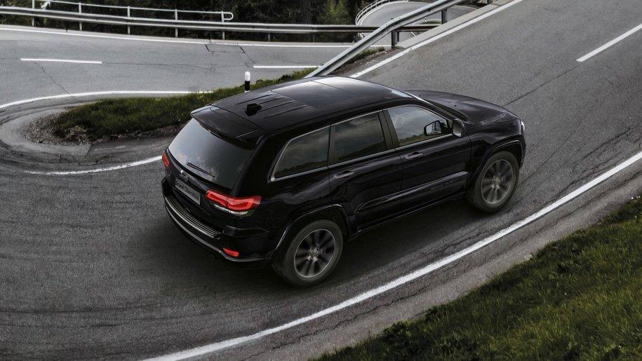 Jeep подготовил очень черный «спортивный» Jeep Grand Cherokee 2