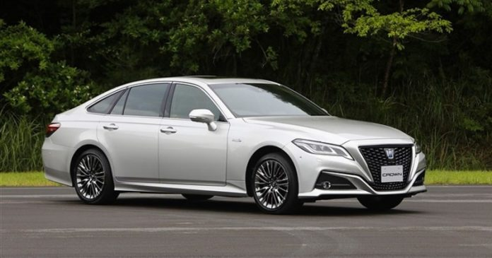 Автомобиль Toyota Crown получил статус серийного автомобиля