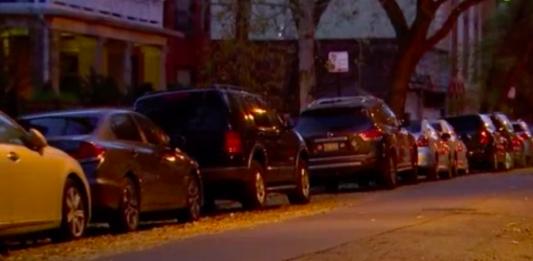 Владелец 38 машин занял все парковки в одном из кварталов Чикаго