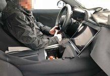 Шпионы сфотографировали новый Mercedes-Benz S-Class с огромным планшетом в салоне