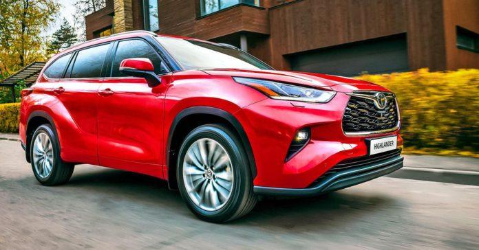Объявлены рублевые цены на новый Toyota Highlander