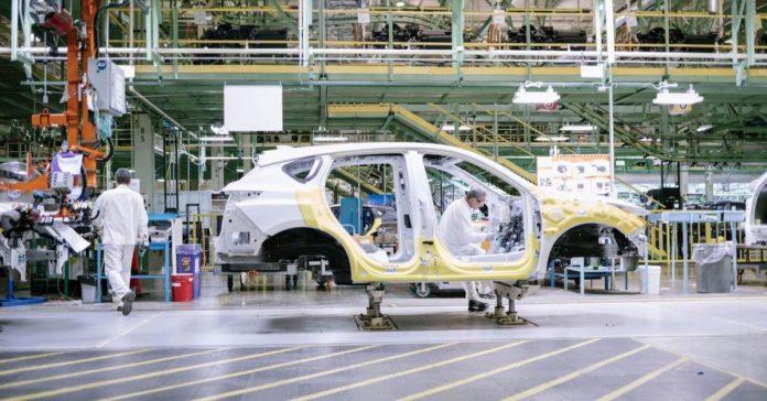 У Honda не хватает сотрудников на заводе, поэтому собирать машины будет офисный персонал