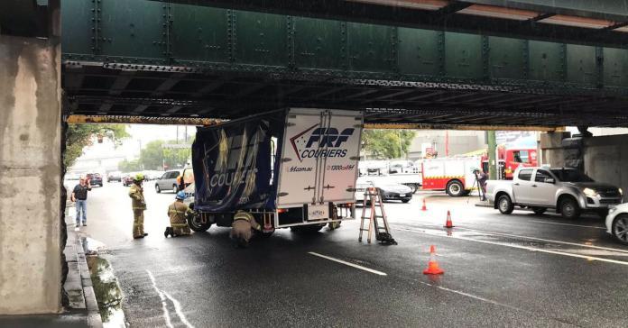 В Австралии появился собственный «мост глупости»: там застряло уже 150 автомобилей