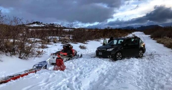 Водитель доверился навигатору и на сутки застрял в снегу