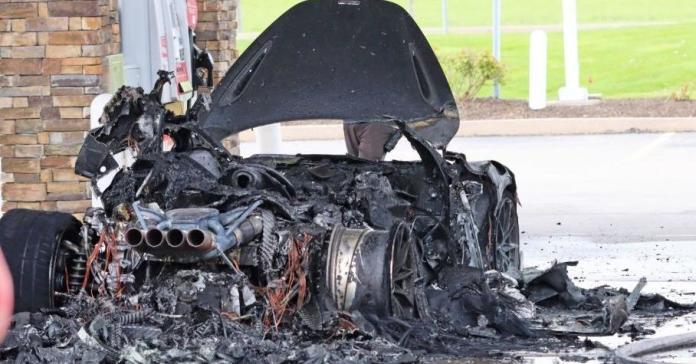 Редчайший McLaren стоимостью 42 миллиона рублей сгорел дотла на заправке