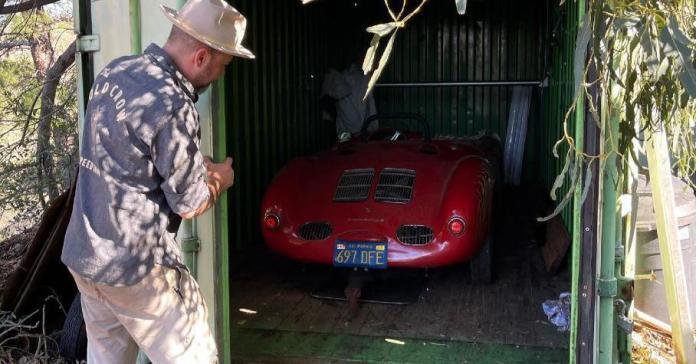 Редчайший 66-летний Porsche обнаружили в запертом контейнере. Он простоял там 35 лет и отлично сохранился