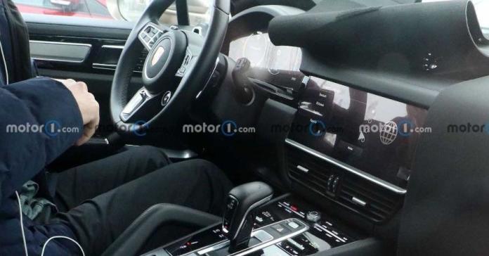 Обновленный Porsche Cayenne: появились первые фотографии салона