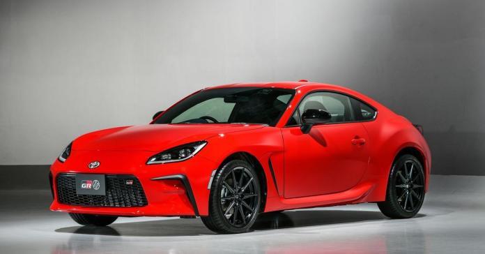 6,3 секунды до «сотни»: Toyota представила спорткар 86 нового поколения
