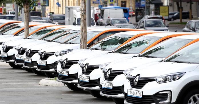 Москвичам предложат сдавать свои автомобили в каршеринг. Но парковка для них будет платной