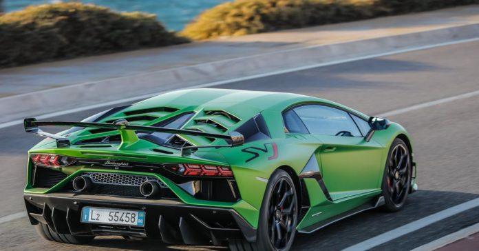 Lamborghini Aventador отправят в ремонт из-за неоткрывающихся дверей