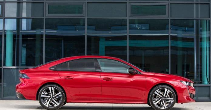 Peugeot запатентовал в России лифтбек 508