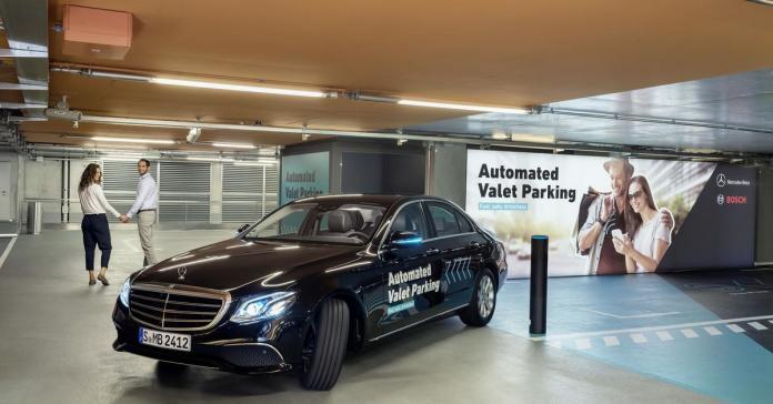 Mercedes-Benz научил гараж в своем музее самостоятельно парковать автомобили